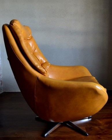 Retro Swivel Egg Chair | Vintro