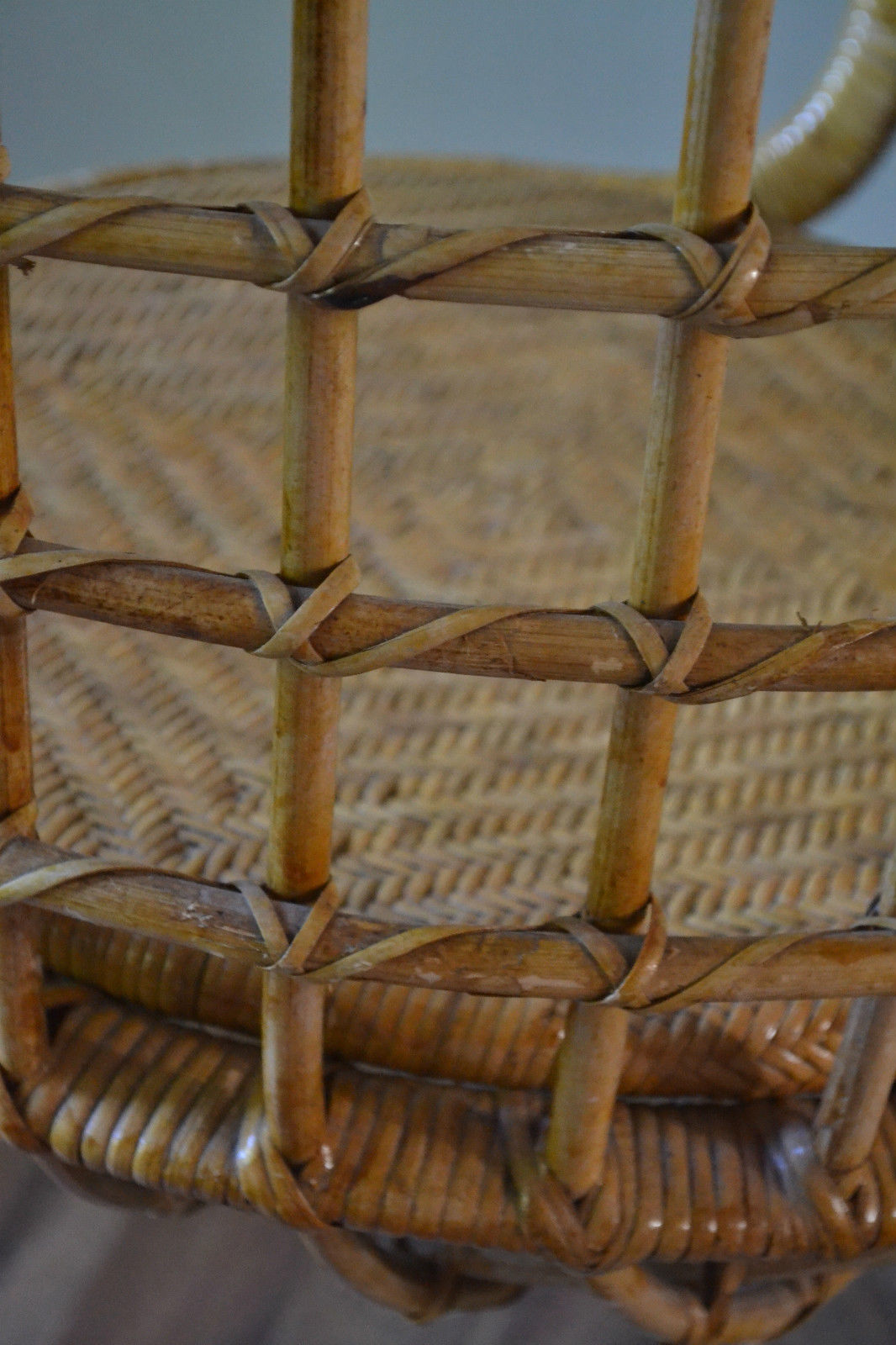 Rohe Hanging Rattan Chair Vintro