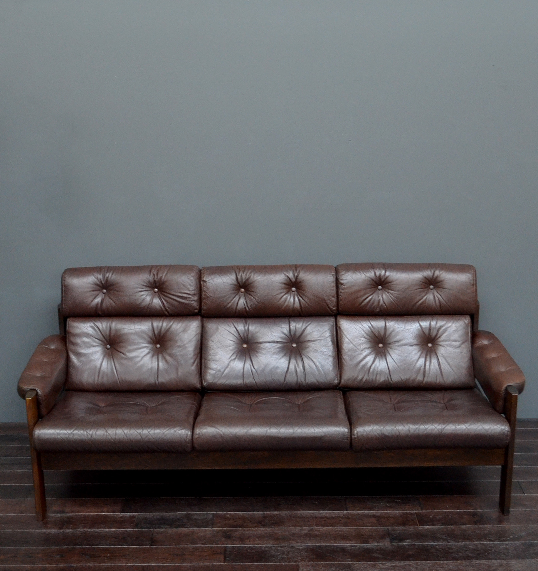 Mid Century Scandinavian Ekornes Brown Leather Sofa Vintro