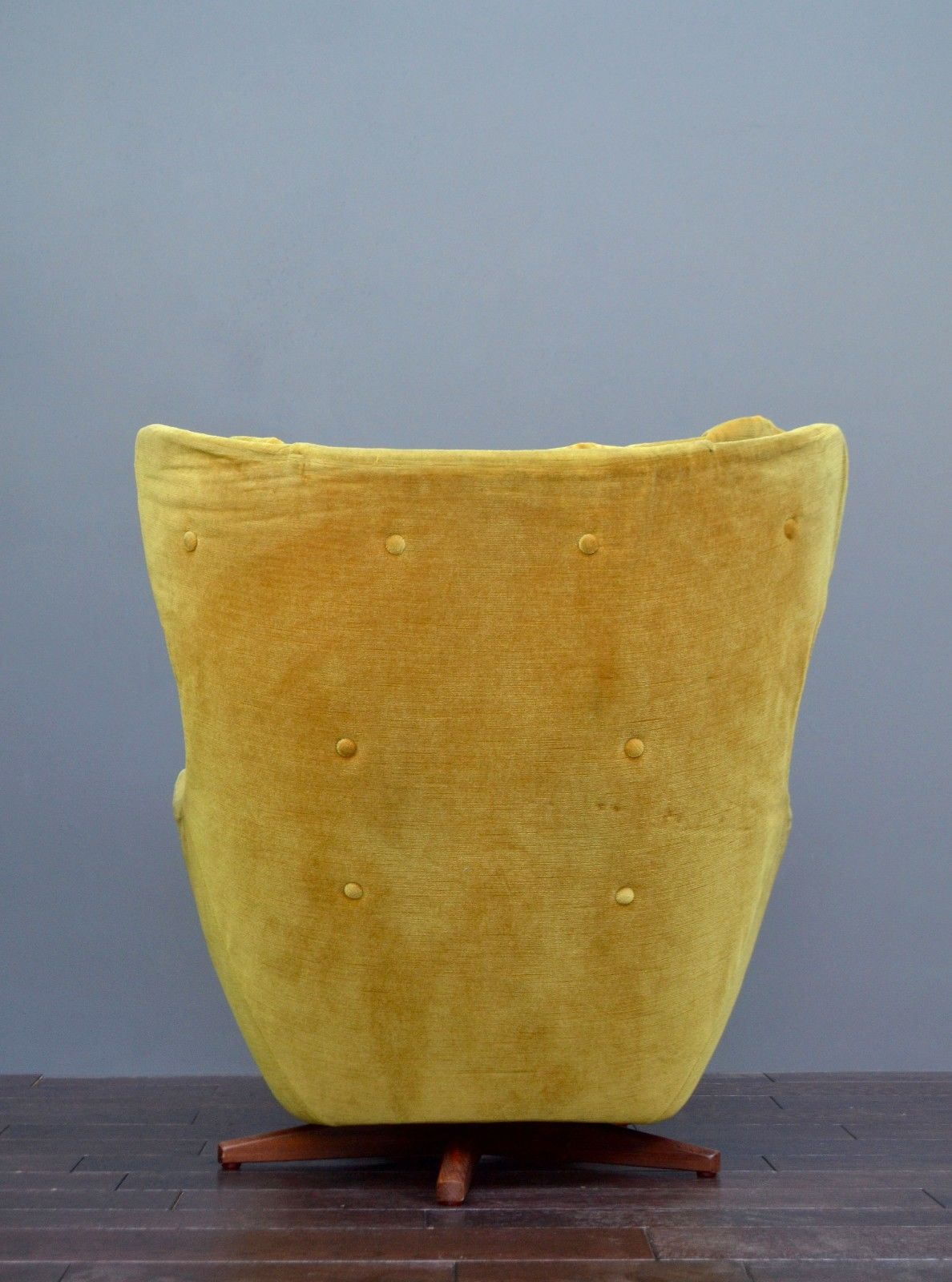 Parker Knoll Statesman Swivel Egg Chair Vintro